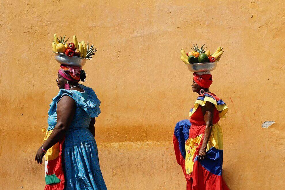 1. Zeny s ovocim na hlave v Cartagene Kolumbia Veronika Tothova
