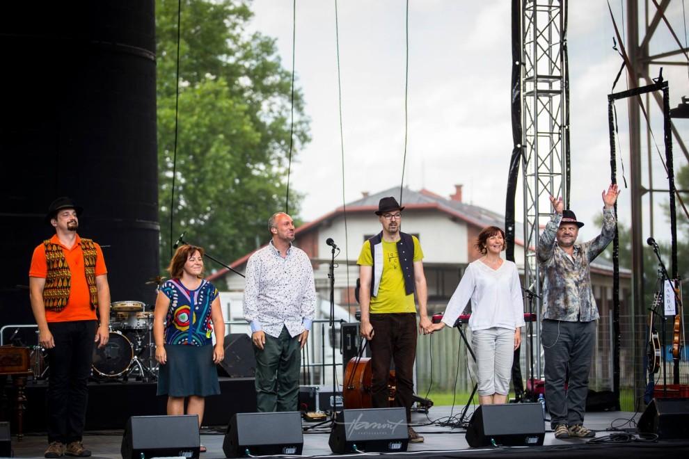 Úspešný týždeň pre slovenskú world music, Banda aj Muzička bodovali. BOMBING 1