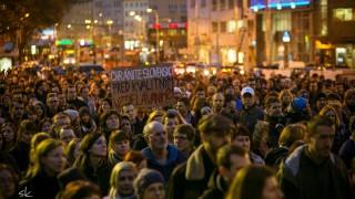 Herec Matej Struhár a filmár Šimon Horna, napísali hymnu pre štrajkujúcich pedagógov BOMBING