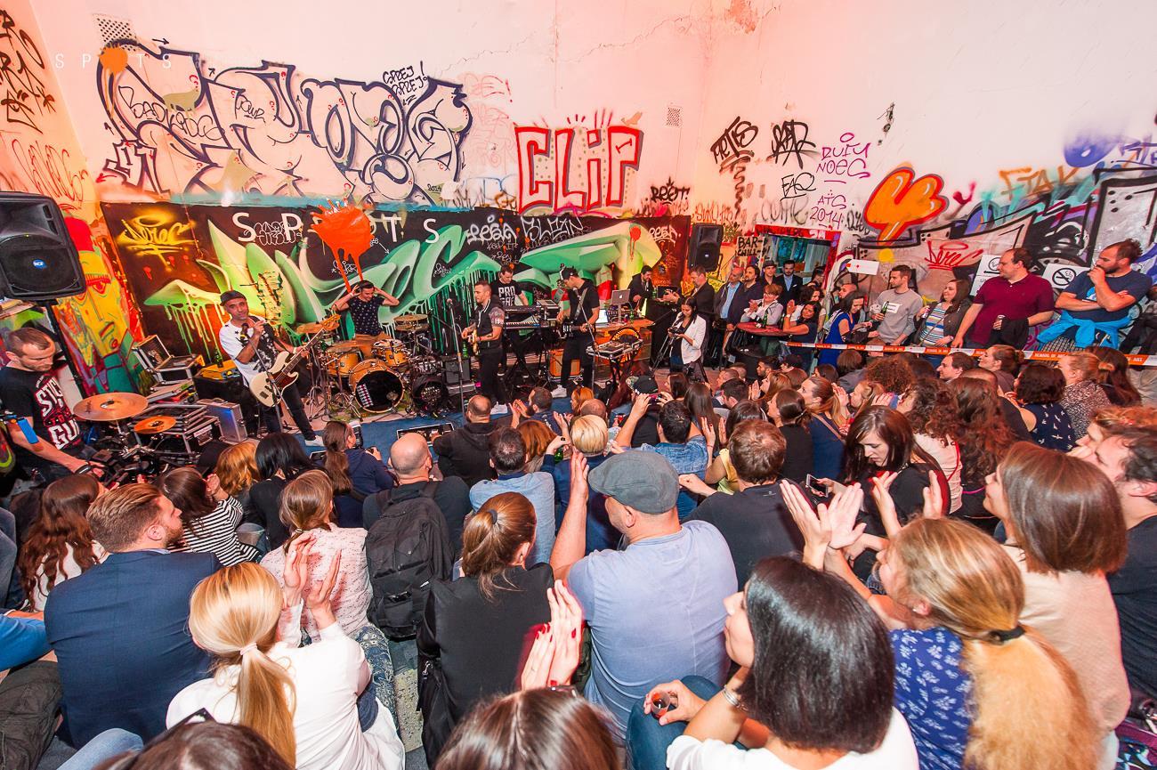 Na Spots #4 v opustenej nemocnici oslávili Lavagance dekádu na scéne! Zahrali im aj Prešporskí junáci, DJ Koki a harfa BOMBING