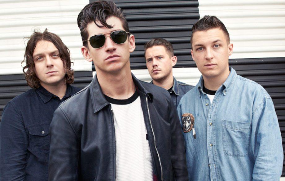 Arctic Monkeys zahrajú na maďarskom Szigete BOMBING 2