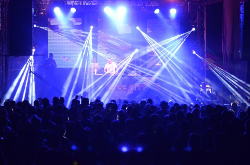 Najväčší tanečný festival BeeFree opäť v Čunove! Divoká voda bude 36 hodín na nohách  BOMBING 2