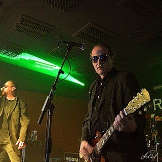 Punk-rockovo/rock´n´rollova noc v Novom meste nad Váhom v podaní bratislavskej kapely Slobodná Európa BOMBING