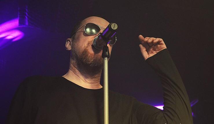 Skupina Slobodná Európa vyráža na celoročné koncertné turné venované jej zosnulému bubeníkovi! BOMBING 5