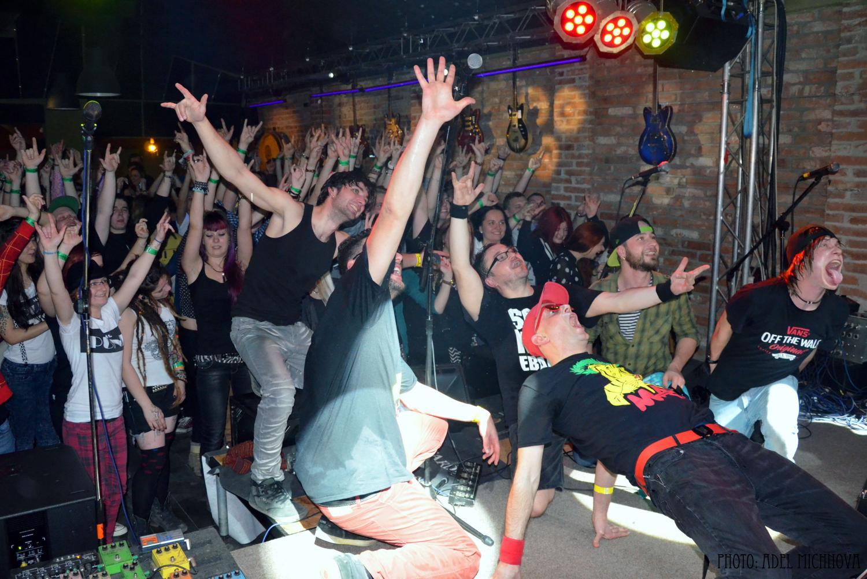 Fotoreport: SMOLA A HRUŠKY, Queens Pub Púchov 07.03.2015 BOMBING