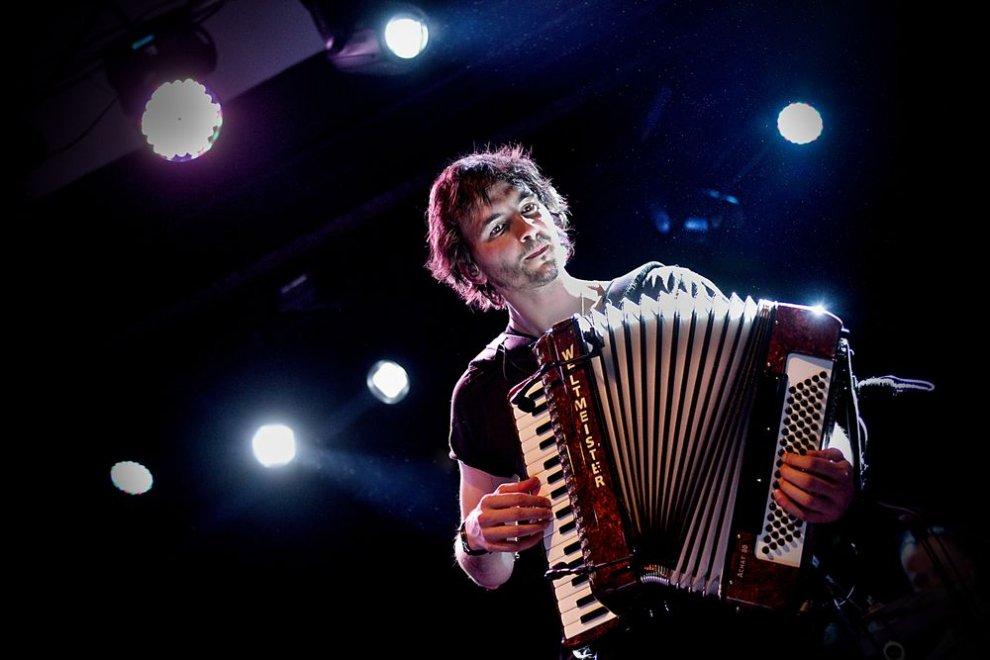 Petr Lüftner  vzdáva hold akordeónu a predstavuje novú pieseň  - Celebrity BOMBING