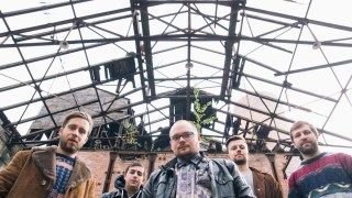 "Skupina Elections in the Deaftown natočila videoklip k novému singlu ""Where My Body Sleeps"" BOMBING 2"