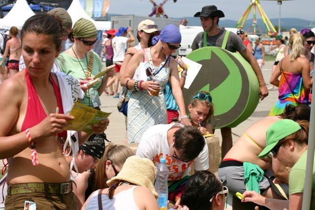 ENVI-PAK spoločne s návštevníkmi festivalu Pohoda vytvoril obrovskú eko-stopu BOMBING