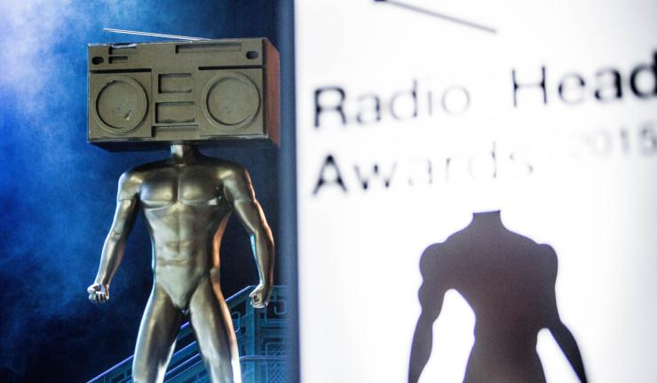 Ceny za Album roka si rozdelili starí harcovníci, aj také boli Rádiohlavy 2015 BOMBING 1