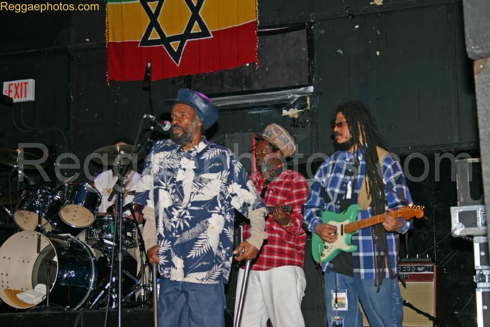 Na Uprising príde pravé Roots Reggae z Jamajky. Israel Vibration.  BOMBING