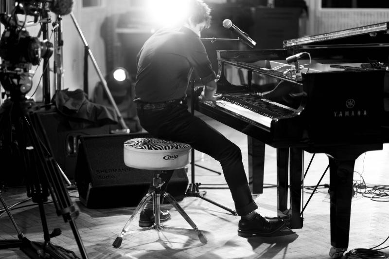 Jazzpopový kráľ Jamie Cullum zavíta po prvý raz na Slovensko! BOMBING 2