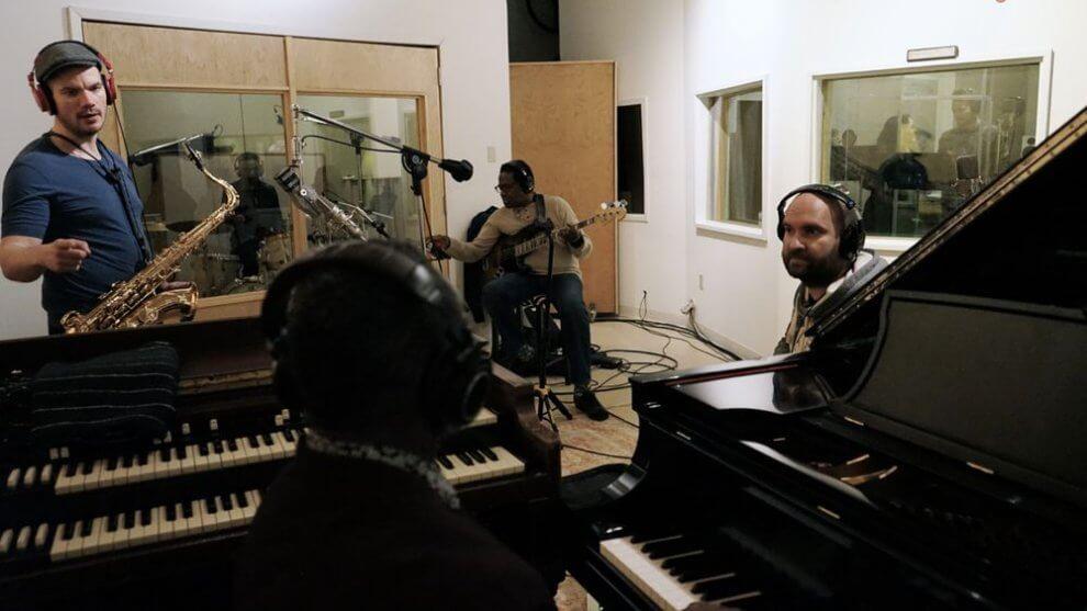 Trojica Pospiš/Nikitin/Sillay prichádza snewyorským videoklipom k singlu Amerika spieva BOMBING