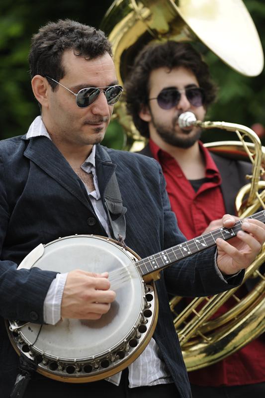 Le Gros Tube: divoký francúzsky Fanfare Funk opäť na Slovensku. BOMBING