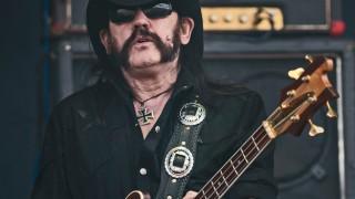 Dnes nás opustil frontman skupiny Motörhead - Lemmy Kilmister BOMBING