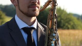Debutový album saxofonistu Martina Uhereka je plný jazzovej tradície BOMBING 1