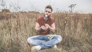 Matej Koreň prichádza s novým singlom a lyrics videom -  Kocka pána Rubika BOMBING 7