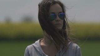 Svieža novinka od slovenskej speváčky. Nika Karch prichádza s novinkou In my head. BOMBING