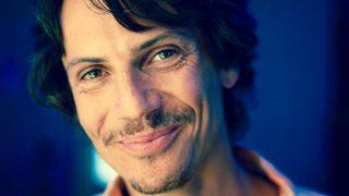 Spevák Peter Adamov prichádza s novinkou Portrait BOMBING 2