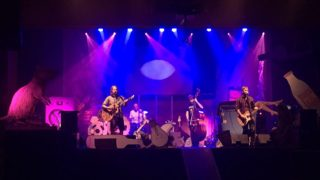 Tomáš Klus po ročnej pauze opäť koncertuje a mieri na Slovensko BOMBING 4