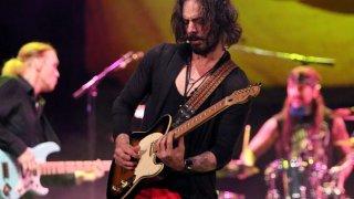 Jeden z najlepších gitaristov Richie Kotzen zahrá v Bratislavskom MMCčku BOMBING
