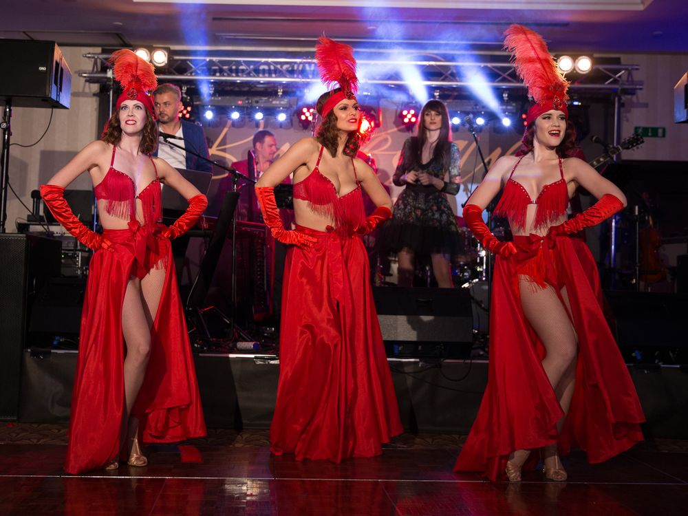 The Risque Reveals trio z Bratislava Burlesque