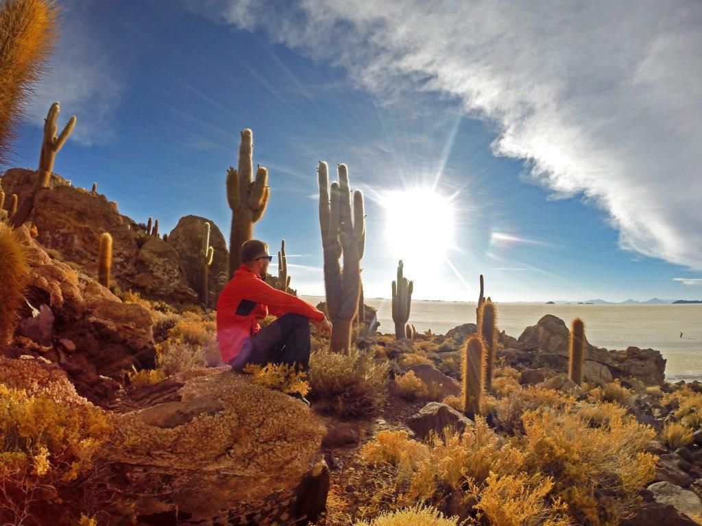 Západ slnka pod 10-metrovými kaktusmi, Salar de Uyuni, Bolívia, Viktor Varga