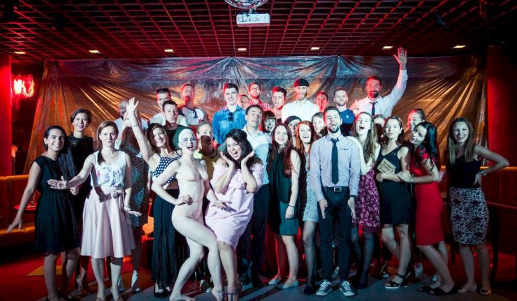 Korben Dallas predstavujú klip Vietor s burleskovou tanečnicou Lotta Love BOMBING 2