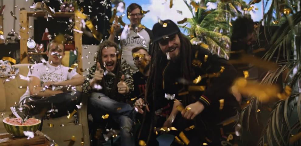 Vychutnajte si nové video od kapely Medial Banana - Nemôžem prestať BOMBING 1