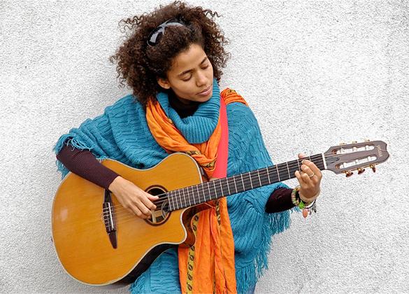 Streda v Ateliéri Babylon bude patriť speváčke Nneka BOMBING